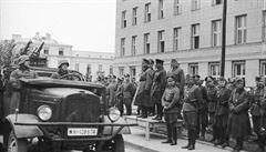 PETRÁČEK: Když schází pomník.Jak se před 80 lety Sověti družili s wehrmachtem