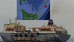 Na Dálném východě zachvátil požár velkou ruskou rybářskou loď. Záchranáři evakuovali přes 350 lidí