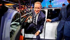 Šéf Volkswagenu Diess odejde z čela dozorčí rady Škody. Někteří manažeři jeho krok kritizují