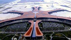 Peking otevřel letiště podle návrhu slavné architektky Zahy Hadid. Pyšní se největším terminálem světa