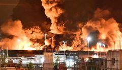VIDEO: V chemičce na severu Francie vypukl požár, v okolí budou uzavřeny školy