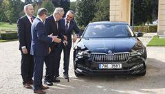 Prezident Zeman slaví 75. narozeniny. Pyšní se novou Škodou Superb
