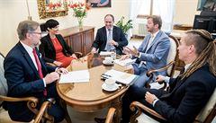 Opozice vyzvala prezidenta Zemana, aby zvážil rozhodnutí o stíhání Babiše