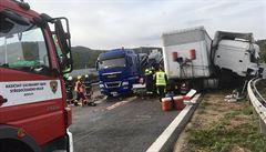 Ranní nehoda dvou kamionů uzavřela dálnici D5 u Berouna. Nyní už je průjezdná