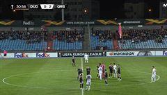 Fotbalisty Karabachu překvapil dron s arménskou vlajkou, duel Evropské ligy byl na 30 minut přerušen