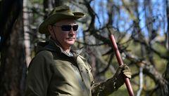 Putin leze po horách a sbírá houby. Kreml zveřejnil fotografie, jak ruský prezident slavil narozeniny