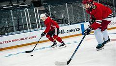 Šok pro mladé hokejisty. Nečekaně si zahráli s českými hvězdami z Chicaga