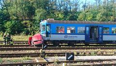 Tragická nehoda na Znojemsku. Srážku osobního vozu s vlakem nepřežili dva lidé