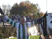 Josef Bartoš slaví třetí vítězství na Velké pardubické.