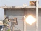Syrský povstalec podporovaný Tureckem ve městě Tal Abyad.
