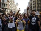 Demonstranti křičí slogany v Barceloně, ve Španělsku. Nejvyšší soud Španělska v...