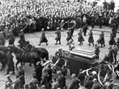 Pohřeb spisovatele Aloise Jiráska.