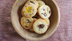 Křehké sušenky od přítele.S koprem, fíky, ale i květinami