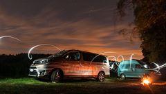 NOMÁDI: Setkání generací. Test obytných dodávek Toyota, které dělí téměř čtvrt století