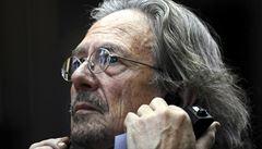 Letošní Nobelovu cenu za literaturu získal Peter Handke, za rok 2018 zvítězila Polka Tokarczuková