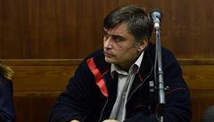 Za krytí nelegálního lihu Radka Březiny potvrdil soud muži 9 let