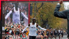 Atletická federace zakázala boty, ve kterých Kipchoge zaběhl maraton pod dvě hodiny. Běžcům poskytují výhodu