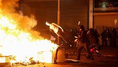 Chile zavedlo zákaz nočního vycházení kvůli krvavým nepokojům. Při protestech zemřelo 12 lidí