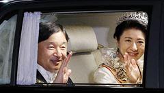 Reportáž z korunovace císaře: zničehonic vyšlo slunce, i ti největší neznabozi kroutí nevěřícně hlavami