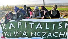 Aktivisté setrvávají na rypadle lomu Vršany na Mostecku. Protestují proti prodeji elektrárny Počerady