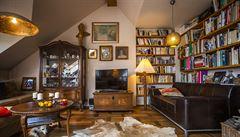 Jak bydlí designéři: originální svítidla, starožitný nábytek a sedačky z divadla