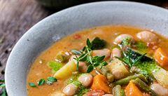 Podzimní zeleninová polévka s cizrnou. Jak na ni?