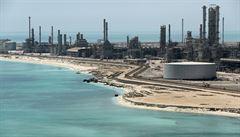 Čtvrtletní zisk saúdskoarabské ropné firmy Aramco prudce klesl