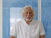 RECENZE: Bílí psíčci Petra Oslzlého. Kniha je autentickou analýzou života divadla