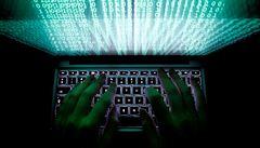 Podvodníci se nabourávají do e-mailů firem a kradou peníze, varuje policie