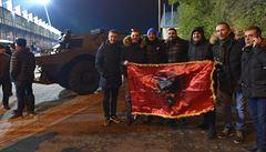 Provokace na fotbale: Kosovo je stejně Srbija a srbské vlajky při hymně