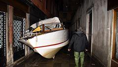 Italská vláda kvůli záplavám vyhlásila v Benátkách stav nouze. Starosta požádal o pomoc i OSN
