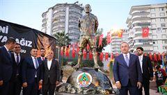 Zesnulému Šuralovi postavili v Turecku sochu, pojmenovali po něm i park