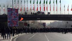 Írán pozastavil popravu tří mužů odsouzených za protesty, zapalovali autobusy a zakládali požáry. Zastal se jich i Trump
