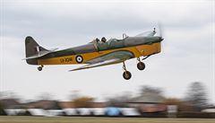 Za války v něm trénovali českoslovenští piloti RAF, teď se historický letoun poprvé vznesl nad Česko