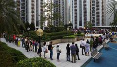 V Hongkongu se uzavřely volební místnosti. Rekordní účast značí víru v demokracii, míní experti