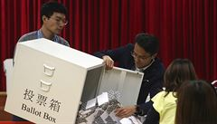 Volby v Hongkongu jasně ovládli prodemokratičtí kandidáti, naznačuje první sčítání hlasů