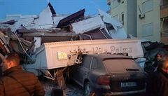 Zemětřesení v Albánii si vyžádalo již 21 mrtvých a více než 650 zraněných, na středu byl vyhlášen státní smutek