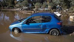 Záplavy ve Francii mají šest obětí, mezi nimi jsou tři záchranáři