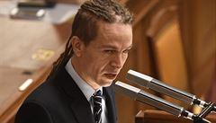 Opozice může svolat mimořádnou schůzi sněmovny, chce ustavit komisi k nákupu pomůcek