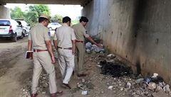 Útočníci v Indii zapálili mladou ženu, která měla u soudu vypovídat o znásilnění