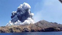 Výbuch novozélandské sopky si vyžádal už 16 obětí. Pět lidí je v kritickém stavu