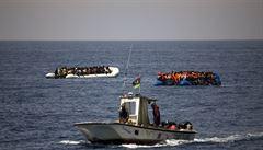 Frontex se podle médií podílí na nelegální praxi zahánění člunů s uprchlíky v Egejském moři