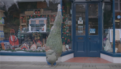 VIDEO: Hitem sociálních sítí je vánoční reklama rodinného obchodu ve Walesu