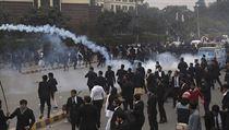 Dav rozzuřených právníků zaútočil na nemocnici v Pákistánu. Tyčemi bili lékaře i sestry, zemřeli tři pacienti