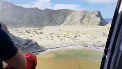 Počet potvrzených obětí erupce novozélandské sopky stoupl na osm. Vulkán je stále nebezpečný