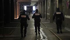 Pařížští policisté zastřelili muže, který je ohrožoval nožem dlouhým čtvrt metru