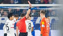 VIDEO: Kandidát na faul roku. Brankář Schalke sestřelil soupeře a čtyři zápasy si nezachytá