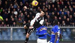 VIDEO: Ronaldo letěl a přirovnal se k Jordanovi. Visel ve vzduchu snad hodinu a půl, řekl Ranieri