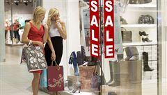 Už žádní zpocení zákazníci? Velká nákupní centra zřizují šatny