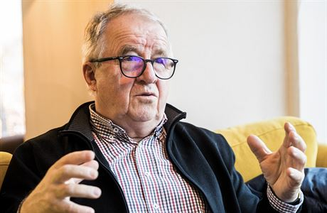 Stát v 90. letech málo chránil domácí trh, myslí si bývalý šéf svazu průmyslu Stanislav Kázecký